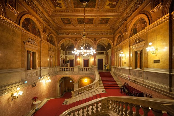 Budapest: Walking Tour with Opera Visit and Concert
