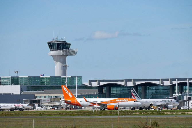 Private transfer: from Bordeaux Mérignac Airport to Bordeaux Center.