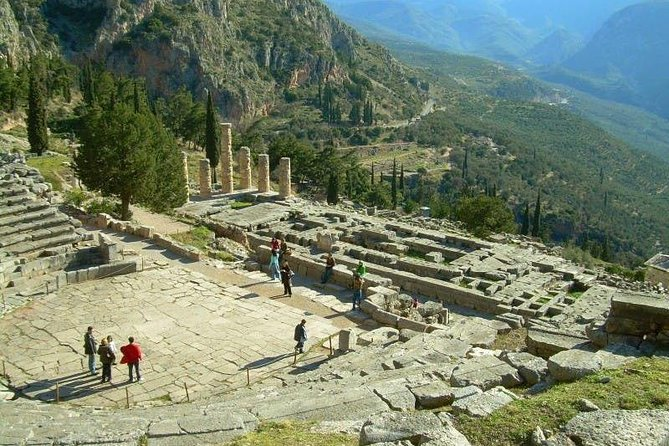 Day Trip to Delphi from Athens All Inclusive (Delphi, Arachova, Osios Loukas)
