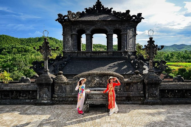 Hue Imperial City & Hai Van Pass Small Group Tour from Hoi An– Full Day