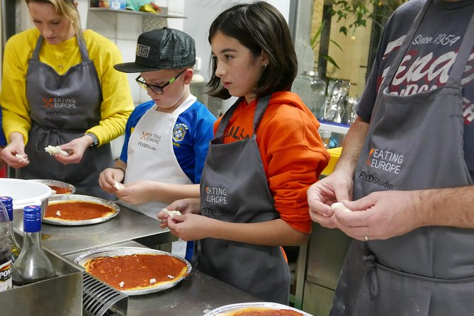 Pizza & Gelato family cooking class in Florence