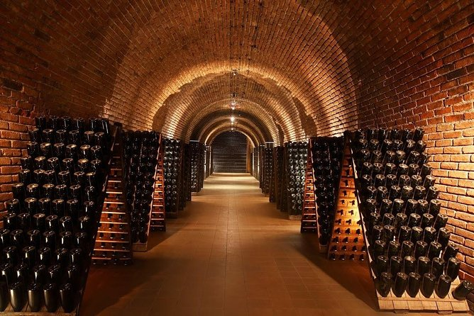 Sparkling wine tour. Visit 3 featured wineries in Mendoza