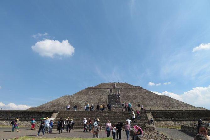 Tour Basilica de Guadalupe and Pyramids of Teotihuacan