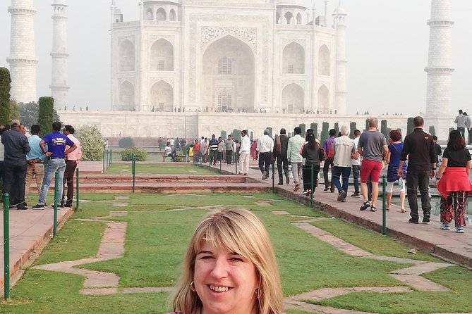 Day tour to Taj Mahal & Agra fort from Delhi,5 star hotel lunch included . photo 81