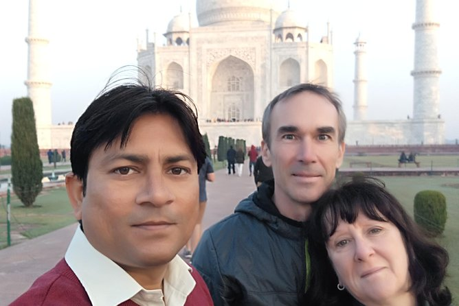 Book Professional Tour Guide for Tajmahal and Agra Fort