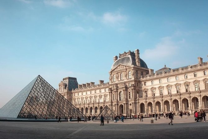 Audio guide in Louvre museum, Paris. For rent. Cheap and comfortable!