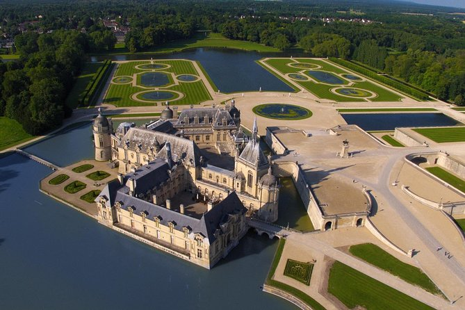 Private Chantilly & Horse Museum with Minivan