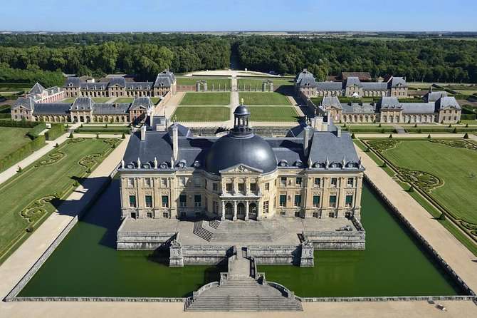 Private Vaux le Vicomte with Minivan