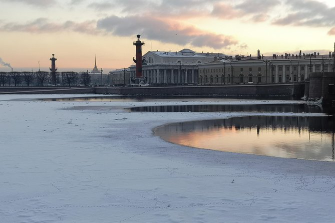 Off-season offer - a perfect day in winter St Petersburg