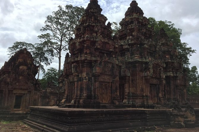 Private One Day Tour to Kulen Mountain, Banteay Srei and Banteay Samre