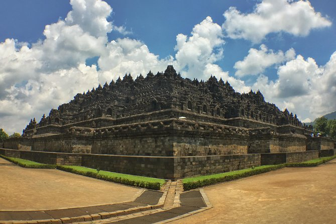 Iconic Borobudur Temple and Malioboro Street Tour