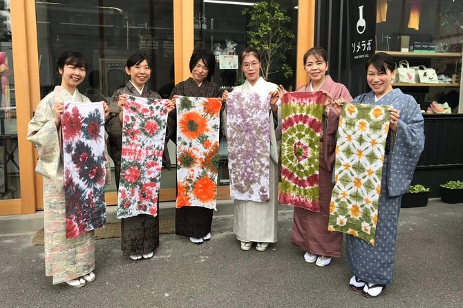 Colorful dyeing experience of hand towels from ancient Japan
