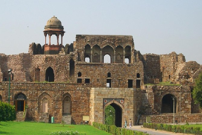 Guided tour of Modern Delhi with an Ancient Rust - Private 4 Hrs Tour in AC Car