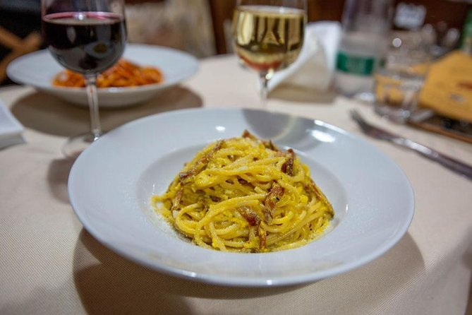 Trastevere food walk with wine by night for small groups