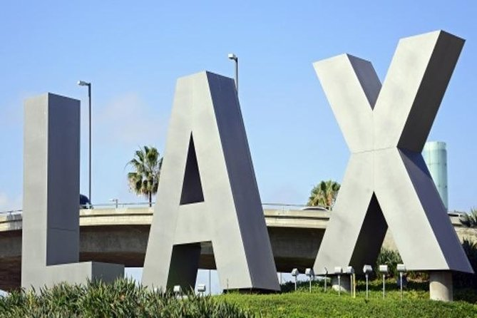 Limousine or Town Car Sedan from LAX Airport to Hollywood or Los Angeles Proper photo 2