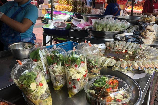 Eat 8 Thai Foods & See 30 Bangkok's Top Sights Private Guide!