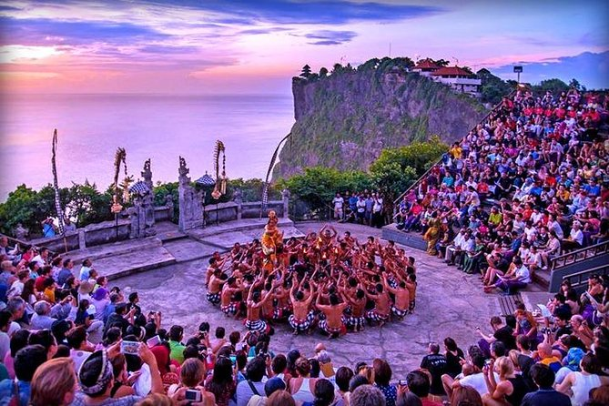 Tour in Bali in Spanish to the sunset temple of Uluwatu