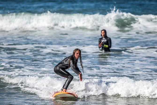 90 minutes surfing lessons in Victoria Bay