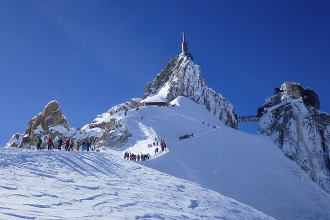 The short walk down to the start of the Vallee Blanche where the guide ropes you in