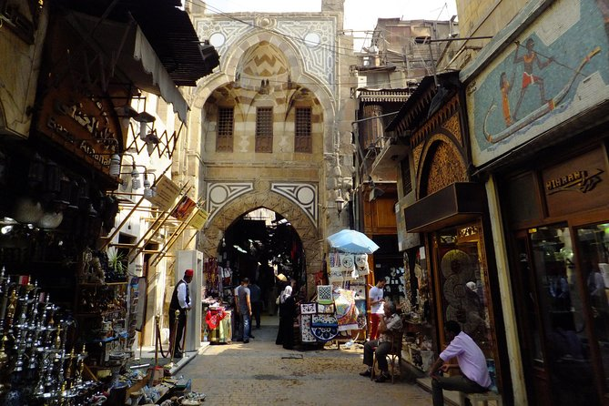 Private tour to Khan el-Khalili, old souqs and local lunch