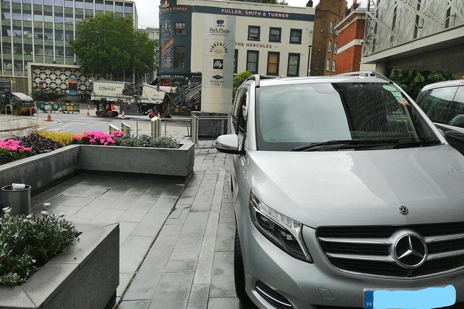 Private Round Trip: London Hotel with Stopovers at Stonehenge,Salisbury & Bath
