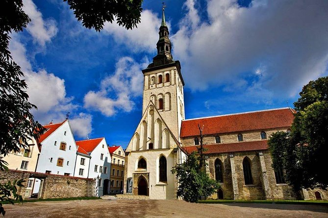 Private Shore Excursion: Walking Tour of Tallinn's old town