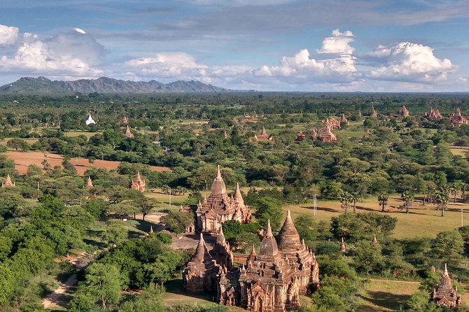 Private Bagan day tour by car with horse cart and sunset cruise