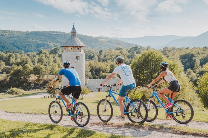 Rakovica 5-Hour Countryside Bike Tour with Barac Caves, lunch box included.