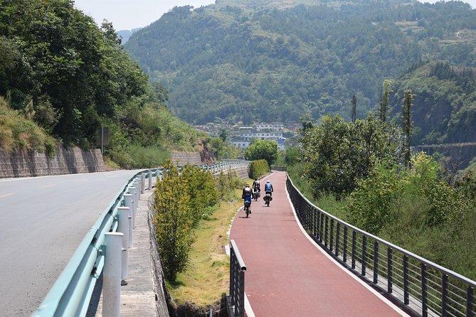 Southwest China 14-Day Bike Tour: Chengdu to Guiyang (pandas,dinosaurs,liquors)
