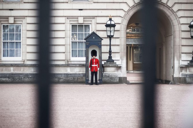 The Changing of the Guard: Private and family tour