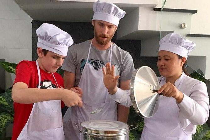 Market tour, cooking class, and lunch in Da Nang