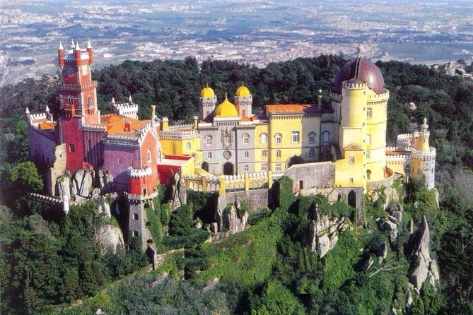 From Lisbon:Sintra and Cascais With Lunch & FREE TICKET to Hop-off Hop-On Bus