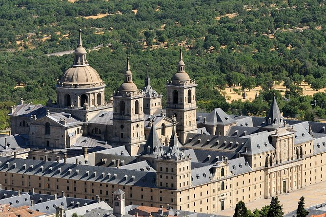 Segovia, Ávila and Escorial with Valley of the fallen in two days from Madrid