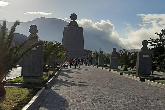 Shared Full Day Quito City Tour and Middle of the World Visit
