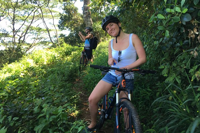 Mountain bike tour through Hantana tea trails Kandy
