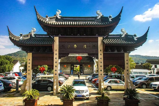 Private Suzhou Hiking tour with Luxiang Ancient Village by Taihu Lake