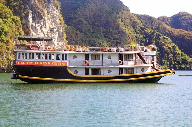 Lan Ha bay & Halong bay 2D/1N Cruise: Kayaking & swimming at the pristine places