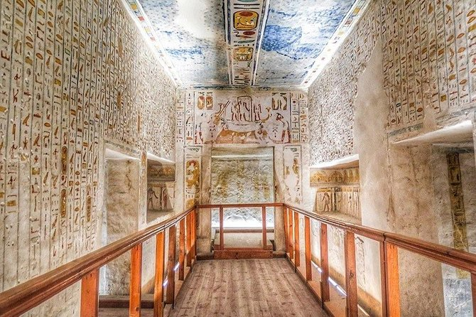 East and West bank Private Tour including Tomb of Tutankhamun photo 1