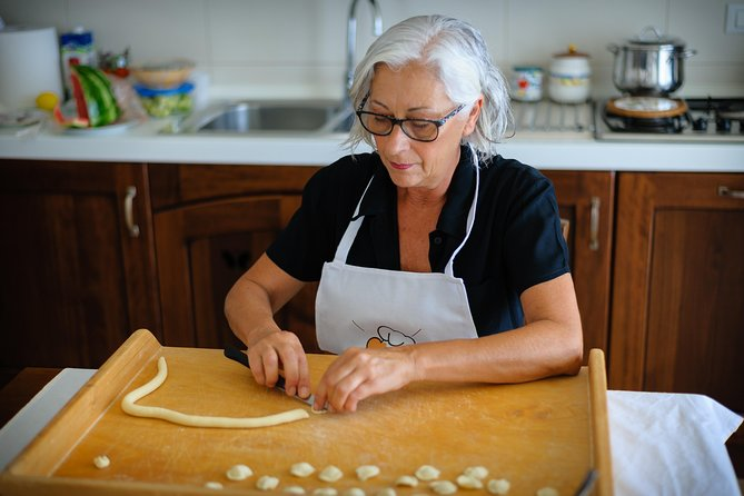 Private pasta-making class at a Cesarina's home with tasting in Bari