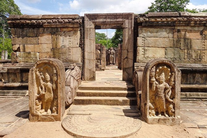 Visit Polonnaruwa and Kaudulla National Park in 2 Days photo 4