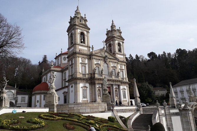 Private Day Tour to Braga and Guimarães (Castle and Palace ticket included)
