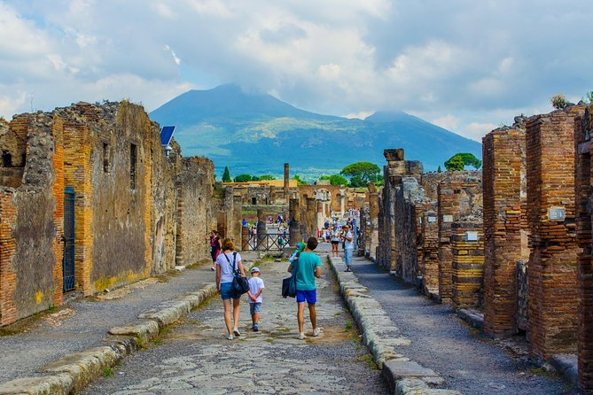 Explore Naples, Pompeii and Amalfi - Multi day tour