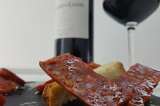 Visit and wine tasting with sausage and BODEGA PIRINEOS cheese