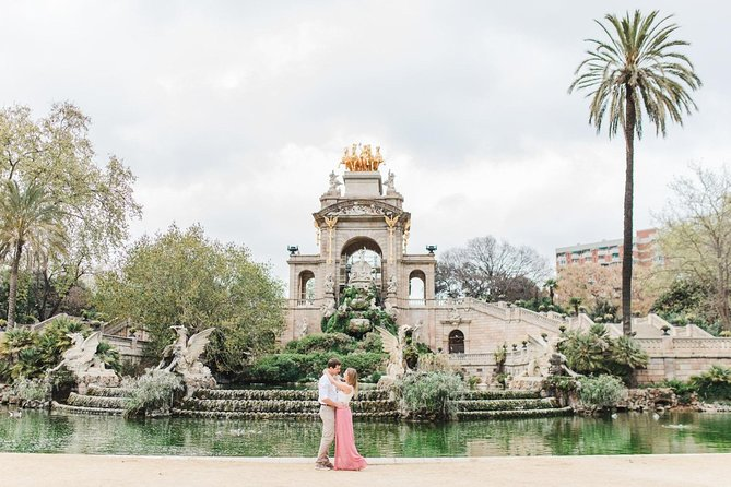 Private Vacation Photography Session with Local Photographer in Barcelona