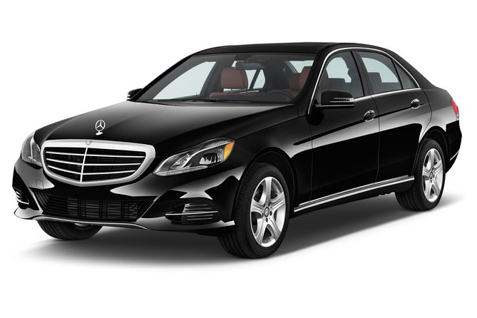 Private Business Class Airport Transfer from Keflavik International Airport