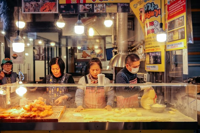 Private Sizzling Seoul Tour: Korean BBQ, Market & Street Food