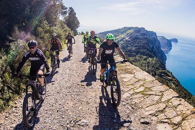 Take it slowly: a complete tour of Cinque Terre by e-bike and yacht