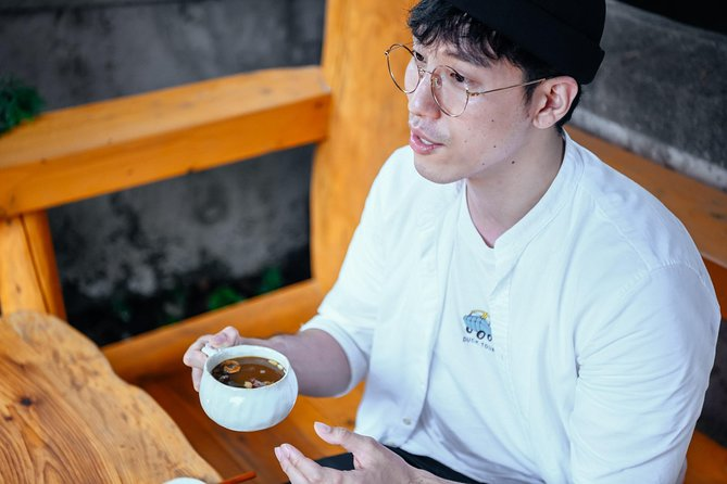 Lonely Planet Experience: Traditional Tea Ceremony with Tea Master
