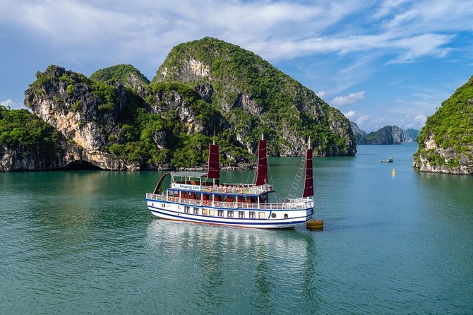 Amazing Sails - Luxury 1 Day Trip (Bai Tu Long & Ha Long Bay)