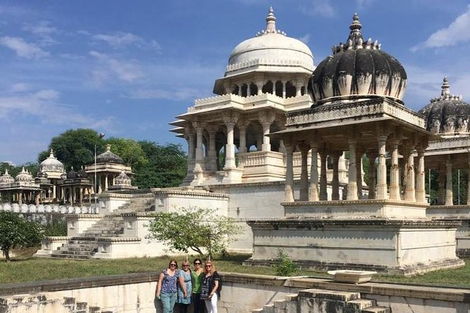 Udaipur Sightseeing Tour By Private Taxi Driver